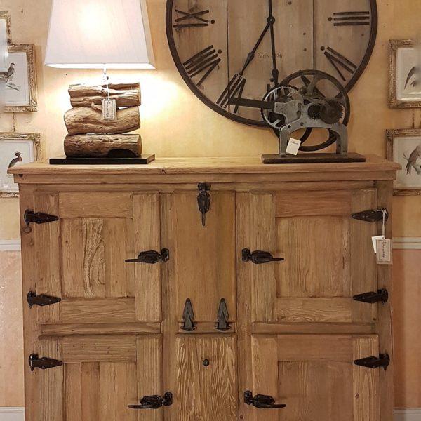Arredamento contemporaneo mobili country su misura siena for Arredamento legno massello