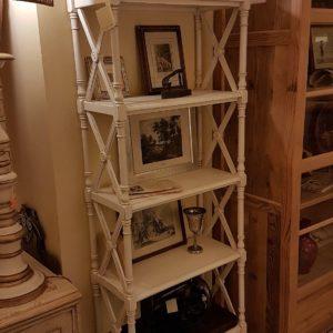 Libreria étagère stile inglese in legno di ciliegio, due cassetti, laccata a mano. Mobili country su misura Siena e Firenze