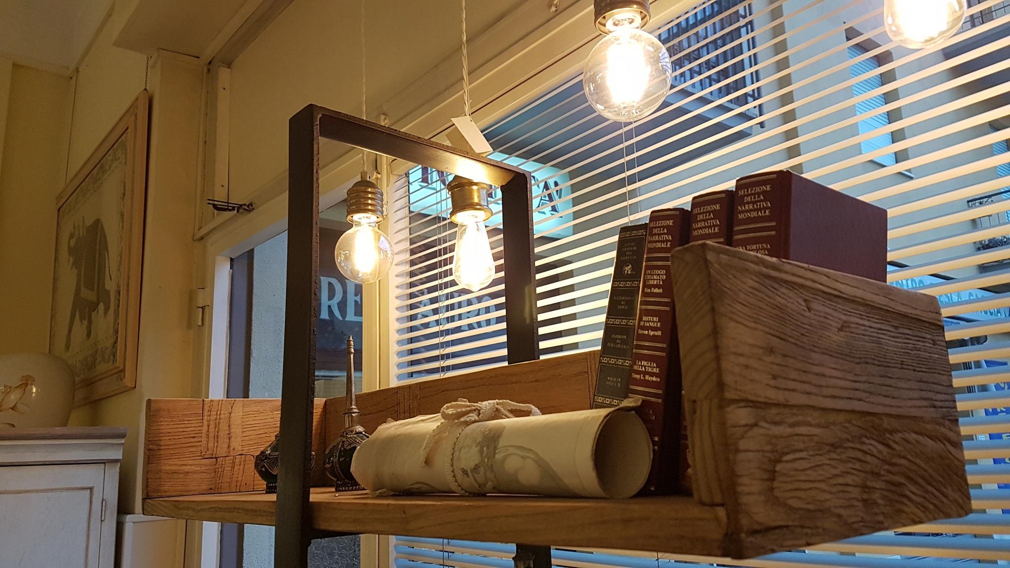 Arredamento contemporaneo mobili country su misura siena for Libreria mensole