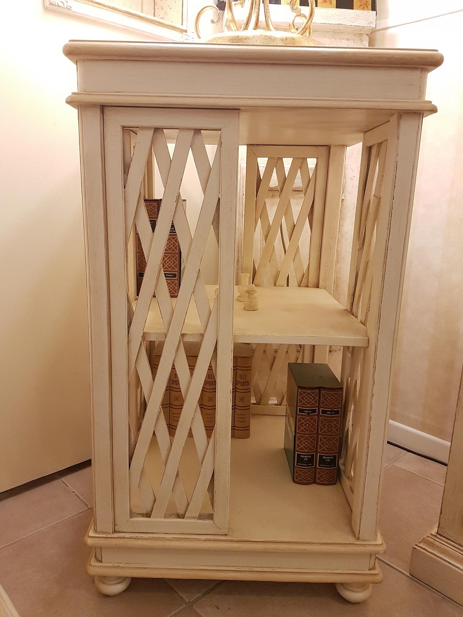 Finest libreria stile inglese girevole in legno di ciliegio laccata a mano with arredamenti - Mobili stile inglese bianco ...