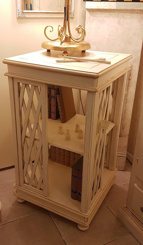 Excellent libreria stile inglese girevole in legno di for Soggiorno in stile new england