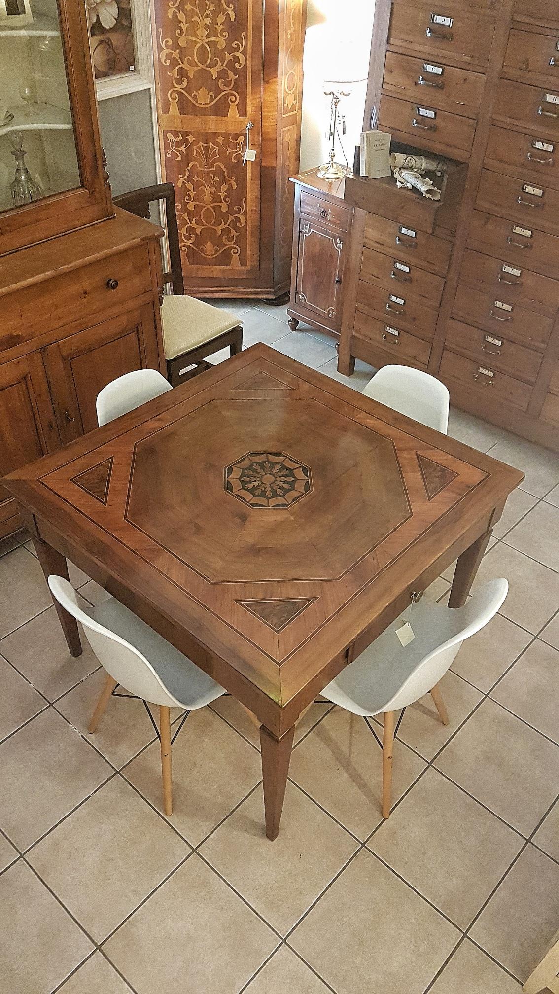 Tavolo Quadrato Antico Allungabile.Arredamento Contemporaneo Mobili Country Su Misura Siena Firenze