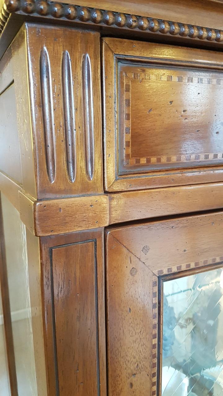 Arredamento contemporaneo mobili country su misura siena for Arredamento in vetro