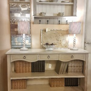 Libreria bassa in legno laccata a mano stile country inglese