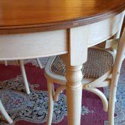 tavolo ovale basamento laccato, piano in ciliegio anticato, gamba tornita.Mobili country su misura Siena e Firenze.