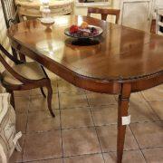 tavolo ovale in ciliegio allungabile arredamento classico contemporaneo gambe a spillo con 2 allunghe.  Arredamento contemporaneo su misura Siena e Firenze.