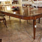 tavolo ovale in ciliegio allungabile arredamento classico contemporaneo gambe a spillo con 3 allunghe.  Arredamento contemporaneo su misura Siena e Firenze.