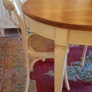 tavolo ovale stile country chic gamba a spillo. Mobili country su misura Siena e Firenze.