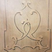 Angoliera in legno di tiglio a un'anta decorata e laccata a tempera nei colori bianco e azzurro. La decorazione. Arredamento contemporaneo su misura Siena e Firenze