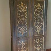 Aramdio a due ante in legno di pioppo laccato e decorato a mano.Arredamento contemporaneo su misura Siena e Firenze. (2)