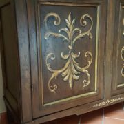 Aramdio a due ante in legno di pioppo laccato e decorato a mano.Arredamento contemporaneo su misura Siena e Firenze. (3)