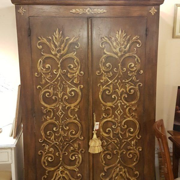Armadio, due ante, in legno di pioppo laccato e decorato a mano. Arredamento contemporaneo Siena e Firenze