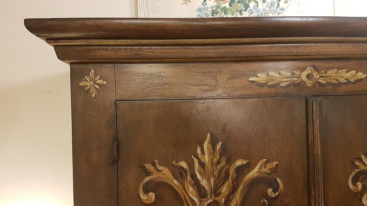 Decorazione Ante Armadio : Armadio in stile country laccato e decorato a mano produzione