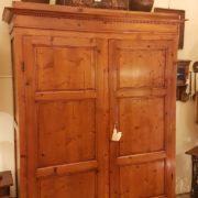 Armadio toscano due ante in legno di abete, metà Ottocento. Mobili antichi Siena e Firenze