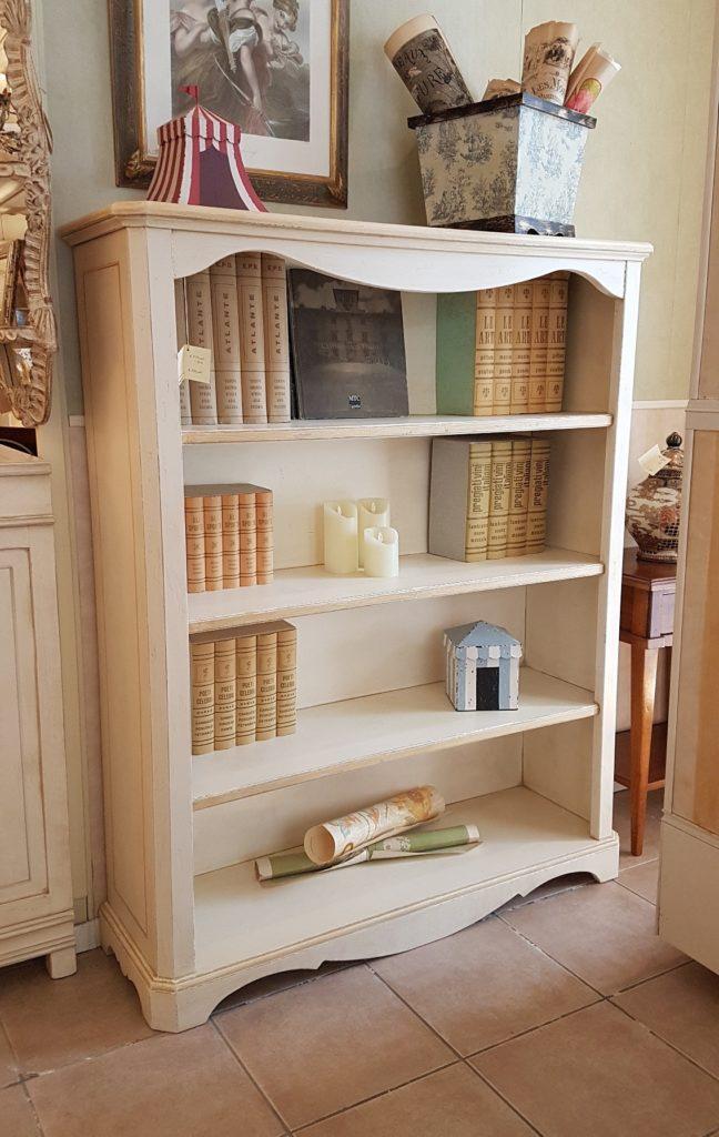 Libreria a giorno in legno di tiglio laccata a mano. Arredamento contemporaneo Siena e Firenze