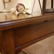 Scrittoio in legno di ciliegio, piano rettangolare a un cassetto, con due tiretti laterali. Il fianco. Arredamento contemporaneo su misura Siena e Firenze