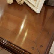 Scrittoio in legno di ciliegio, piano rettangolare a un cassetto, con due tiretti laterali. Il piano. Arredamento contemporaneo su misura Siena e Firenze