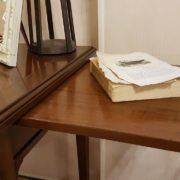 Scrittoio in legno di ciliegio, piano rettangolare a un cassetto, con due tiretti laterali. Il tiretto. Arredamento contemporaneo su misura Siena e Firenze