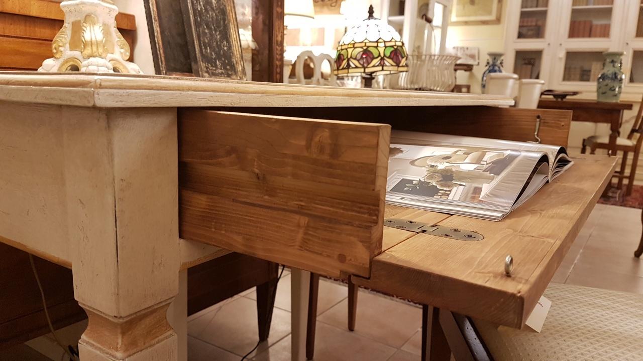 Arredi in legno arredamento stile industriale bello porte for Arredi in legno