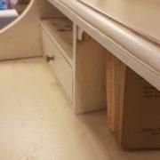 Scrittoio-porta computer in legno di ciliegio, piano rettangolare, alzata a due cassetti cassettiera a rullo.Arredamento contemporaneo su misura Siena e Firenze (4)