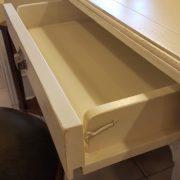 Scrittoio-porta computer in legno di ciliegio, piano rettangolare, alzata a due cassetti cassettiera a rullo.Arredamento contemporaneo su misura Siena e Firenze (6)