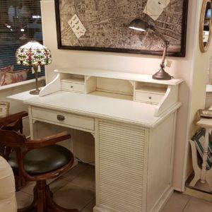 Scrittoio-porta computer in legno di ciliegio, piano rettangolare, alzata a due cassetti e cassettiera a rullo. Arredamento contemporaneo su misura Siena e Firenze