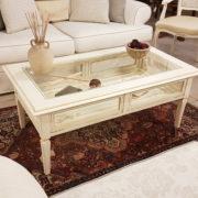 Tavolino da fumo in legno di ciliegio laccato a mano a bacheca. Particolare frontale. Arredamento contemporaneo e su misura Siena e Firenze