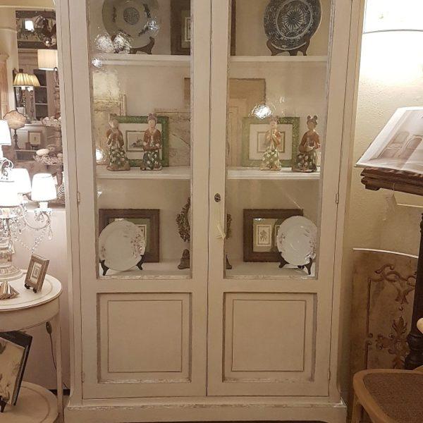 Finest vetrina a due ante in legno di pioppo laccata a for A cucina ra nonna