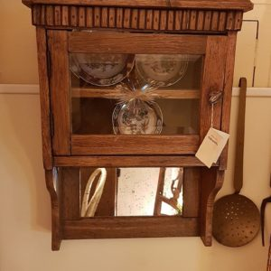 Vetrina pensile antica a un'anta in legno di rovere, primi Ottocento. Mobili Antichi Siena e Firenze