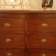 Cassettiera in legno di ciliegio a otto cassetti piccoli e tre grandi con intarsi in bois de rose. I cassetti. Arredamento contemporaneo su misura Siena e Firenze