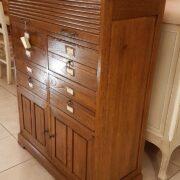 Cassettiera schedario in legno di rovere massello a cinque cassetti e due sportelli. Arredamento classico contemporaneo Siena e Firenze (2)