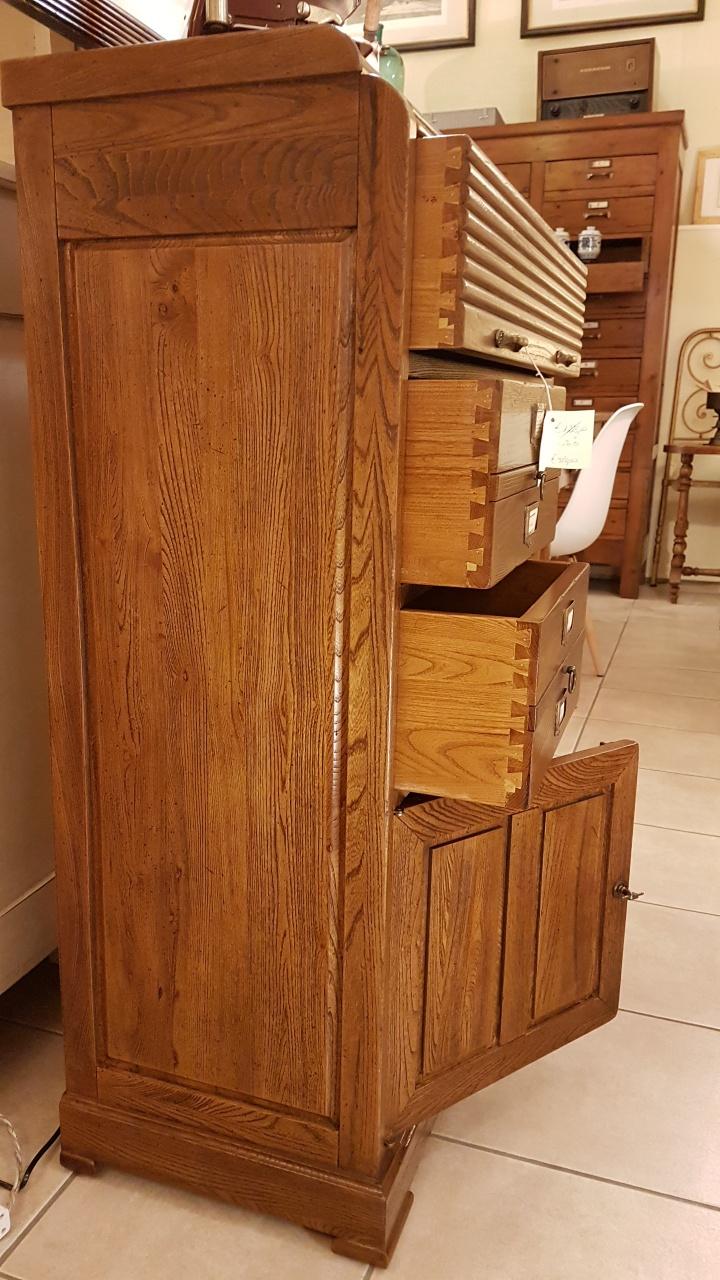 Arredamento contemporaneo mobili country su misura siena for Cassettiera legno