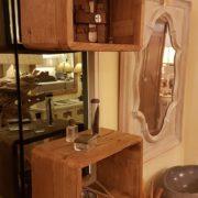 Consolle bagno in olmo antico massello di Nature Design. Cubi mensola in legno antico massello. Arredamento contemporaneo su misura Siena e Firenze.