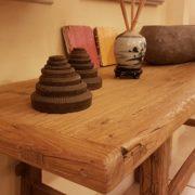 Consolle bagno in olmo antico massello di Nature Design. Particolare Piano. Arredamento contemporaneo su misura Siena e Firenze