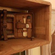 Consolle bagno in olmo antico massello di Nature Design.Particolare cubo. Arredamento contemporaneo su misura Siena e Firenze.