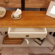 Consolle in legno di ciliegio anticato piano rettangolare al naturale, un cassetto e ripiano sottostante laccato a mano. Il casset Arredamento contemporaneo Siena e Firenze