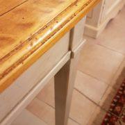 Consolle in legno di ciliegio anticato piano rettangolare al naturale, un cassetto e ripiano sottostante laccato a mano.Piano. Arredamento contemporaneo Siena e Firenze