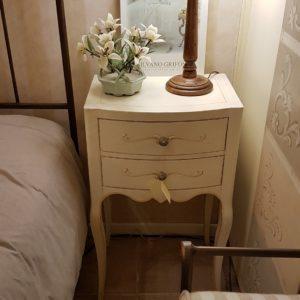 Coppia di tavolini comodini laccati a mano in legno di faggio con due cassetti. Arredamento contemporaneo su misura Siena e Firenze