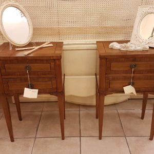 Coppia di tavolini comodini lastronati in noce con due cassetti. Arredamento contemporaneo su misura Siena e Firenze.