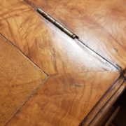 Scrittoio Davenport originale fine Ottocento inglese in radica di noce con due cassettiere laterali.Il piano. Mobili antichi Siena e Firenze