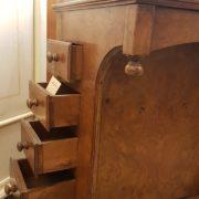 Scrittoio Davenport originale fine Ottocento inglese in radica di noce con due cassettiere laterali.La cassettiera. Mobili antichi Siena e Firenze