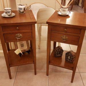 Tavolini comodini in legno di ciliegio con cassetti e ripiano. Arredamento contemporaneo su misura Siena e Firenze