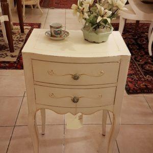 Tavolino comodino laccato a mano in legno di faggio con due cassetti. Arredamento contemporaneo su misura Siena e Firenze