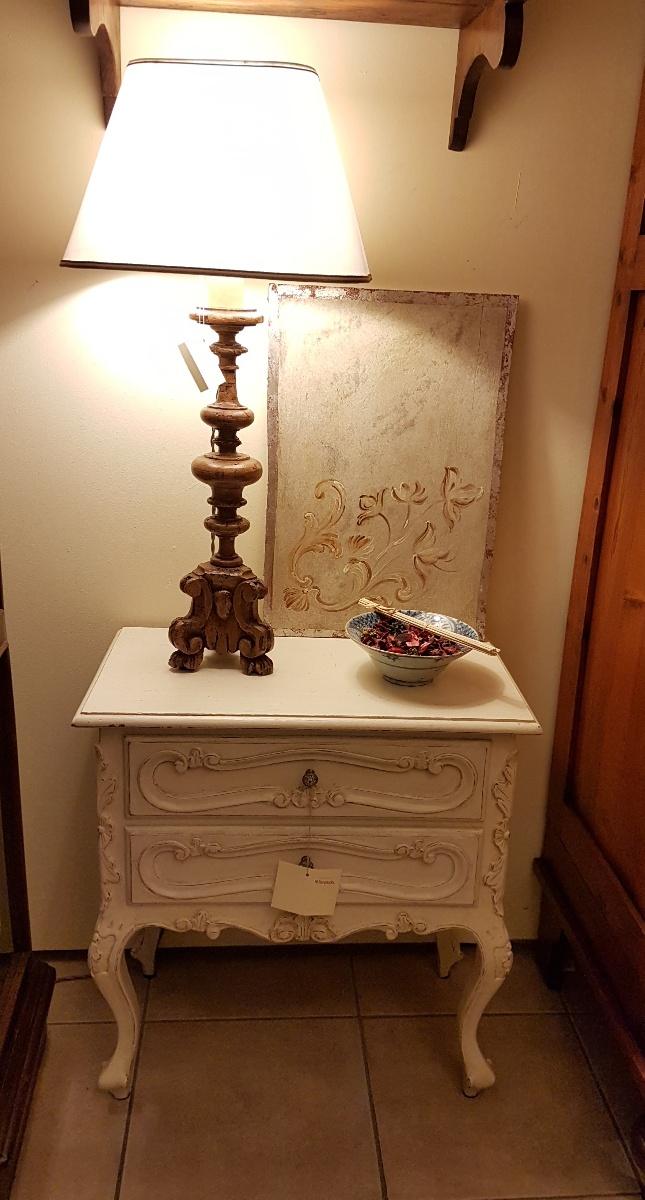 Arredamento contemporaneo mobili country su misura siena - Tavolino comodino ...