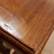 Tavolino consolle in legno di tiglio con cassetto e ripiano. Particolare filetto sul piano. Arredamento contemporaneo su misura Siena e Firenze