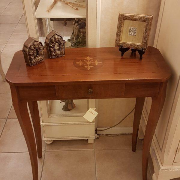 Tavolino consolle intarsiato con cassetto. Arredamento contemporaneo su misura Siena e Firenze