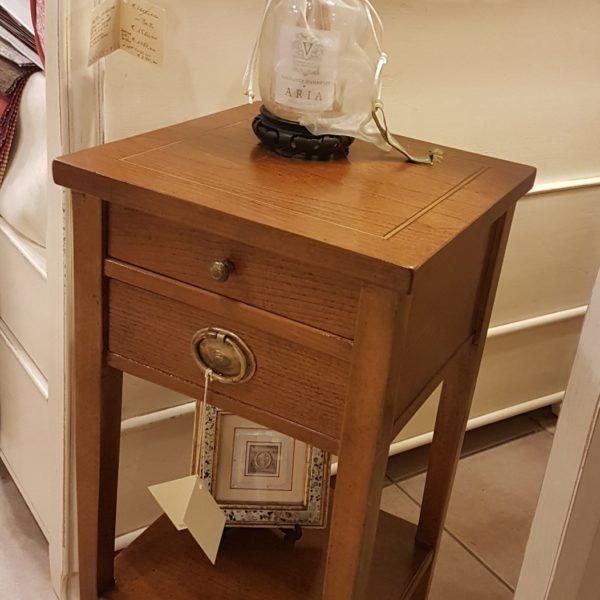 Tavolino in ciliegio con due cassetti e un ripiano. Arredamento contemporaneo su misura Siena e Firenze