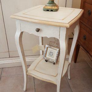 Tavolino laccato a mano in legno di pioppo quadrato con cassetto e ripiano. Arredamento contemporaneo su misura Siena e Firenze
