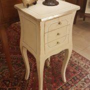 Tavolino in legno di pioppo laccato quadrato con cassetti.Arredamento contemporaneo su misura Siena e Firenze