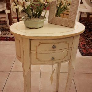 Tavolino ovale laccato a mano in legno di pioppo con due cassetti.Arredamento contemporaneo Siena e Firenze.